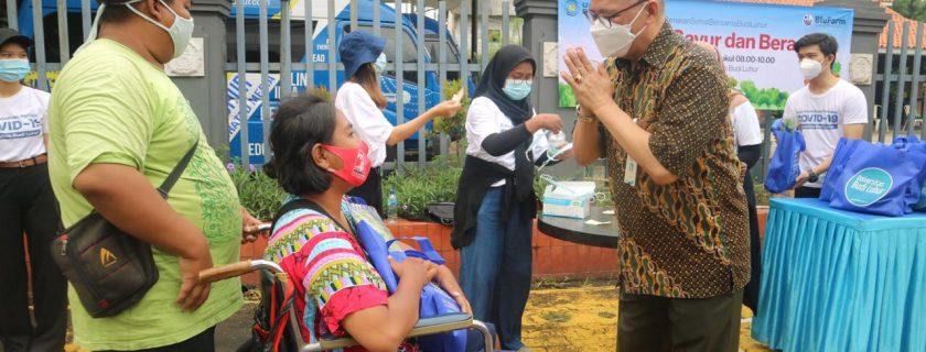 Satu Tahun Pandemi, Universitas Budi Luhur Bagikan Sayur Gratis